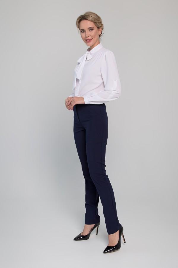 Приятные брюки полуприлегающего силуэта .
